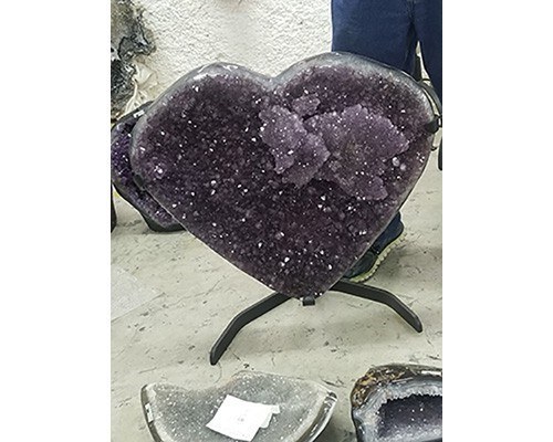 Brazil_Amethyst_Heart_on_Stand